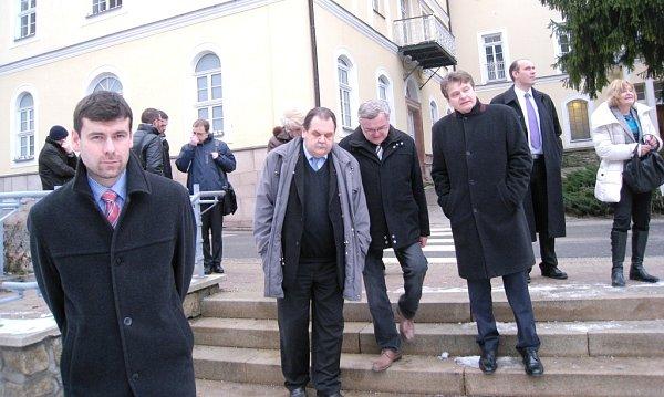 AREÁL JANSKÝCH LÁZNÍ si vúterý vdoprovodu ředitele státních lázní Rudolfa Bubly a příslušných primářů prohlédli členové výboru pro zdravotní a sociální politiku Senátu Parlamentu České republiky.