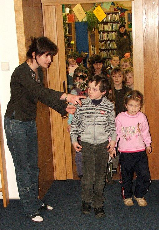 Pasování prvňáčků ze ZŠ Strž v knihovně Slavoj