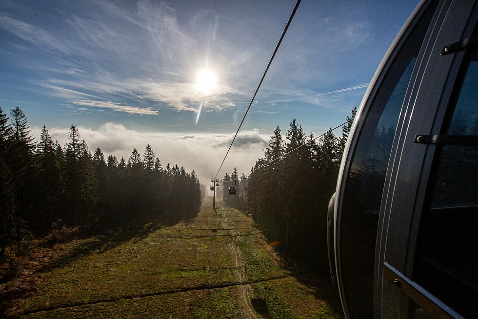 Kabinková lanová dráha Černohorský Express jezdí z Janských Lázní na Černou horu ve východních Krkonoších.