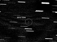 Těsný průlet asteroidu kolem Země