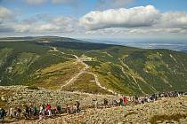 V Krkonoších je rekordní zájem o hlavní turistické cíle.