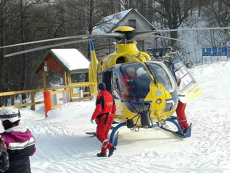 Nehoda lyžaře v Mladých Bukách