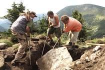 TECHNOLOGIE ŠTĚTOVÁNÍ je nejvhodnějším způsobem, jak opravit cesty a stezky v Krkonoších.