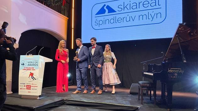 Do Špindlerova Mlýna opět míří lyžařský Oskar.
