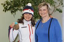 Starostka Jana Čechová (na snímku s olympijskou medailistkou Veronikou Vítkovou z Jilemnice) opustí místo jilemnické starostky.