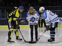 Vyřazovacín část druhé ligy zahájila ve Vrchlabí slavnostním buly bronzová medailistka z Her v Pchjongčchangu Karolína Erbanová.