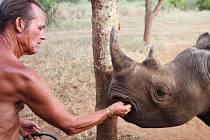 TONY FITZJOHN dlouhodobě spolupracuje s královédvorskou zoologickou zahradou na projektu vrácení nosorožců do přírody.