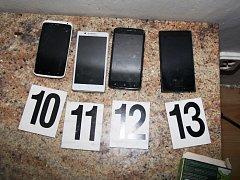 Zloděj ze škol a kanceláří se schovával v Úpici pod postelí
