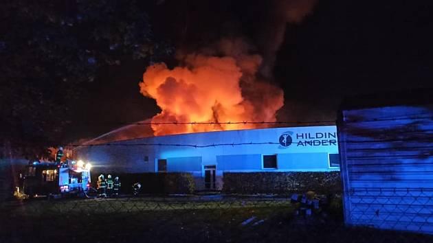 Požár haly firmy Tropico v Roztokách u Jilemnice.
