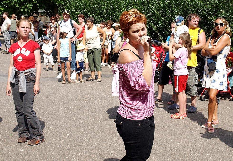 Návštěvníkům zoo zazpívala účastnice SuperStar Míša Nosková