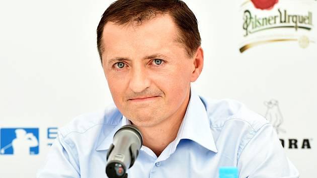 Zpátky u hokeje. Petr Dědek opustil v roce 2011 pozici majitele hokejového klubu ve Vrchlabí a začal se výrazně angažovat v golfu. S jeho návratem rostou  vrchlabské ambice.