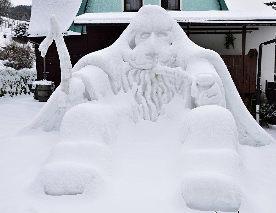 Krakonoš ze sněhu v Hořejším Vrchlabí.