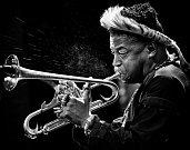 Třetí snímek na Jazz World Photo 2019. V akci americký muzikant Christian Scott.