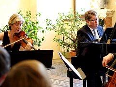 Americká houslistka ozářila zámek s legendárním nástrojem
