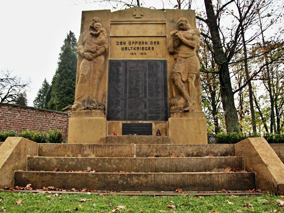 Obnovu památníku, který je dílem sochaře Emila Schwantnera, dotovalo ministerstvo obrany. O jeho osud se intenzivně zajímala komunita vysídlených Němců.