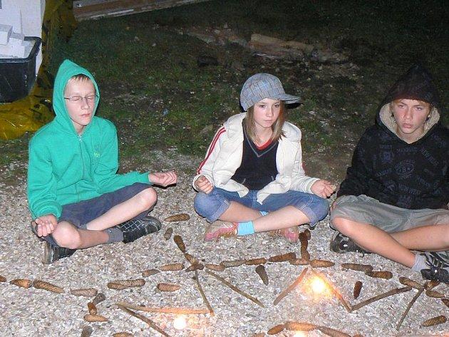 O stmelení kolektivu třídy se pokusili žáci ZŠ Bratří Čapků z Úpice. Absolvovali totiž čtyřdenní Preventivní kurz v Krkonoších.