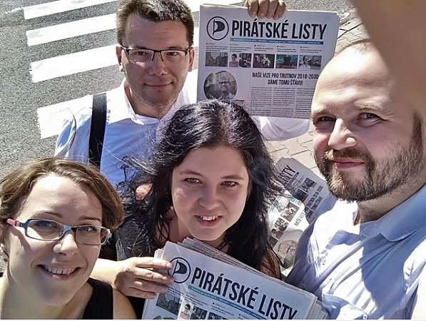 Piráti se budou podílet na vedení trutnovské radnice. Tomáš Eichler (vlevo nahoře) by se měl stát místostarostou.