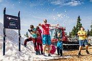 Venku dnes bylo přes třicet stupňů, na Černé hoře se dalo blbnout na sněhu.