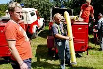 JEDNOU Z PRAVIDELNÝCH AKCÍ, kterou pořádají hasiči ze Strážkovic, je soutěž o Pohár Jestřebích hor. V sobotu se na zdejším hřišti 26. ročníku zúčastnilo 14 družstev.