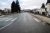 Ve Valteřické ulici ve Vrchlabí došlo ke střetu osobního vozu s chodkyní.