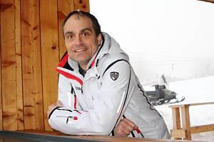 Zodpovědný vedoucí. Starosta Strážného Tomáš Grégr musí řešit vedle úřadu chod vleků, obchodu a hospody.