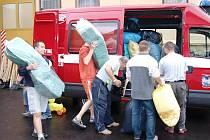 Sbírka od hasičů putovala z Úpice do Olomouckého kraje, konkrétně na Jesenicko.