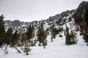 V Labském dole v Krkonoších je stále přes půl metru sněhu, což v posledních deseti letech touto dobou není až tak běžné.
