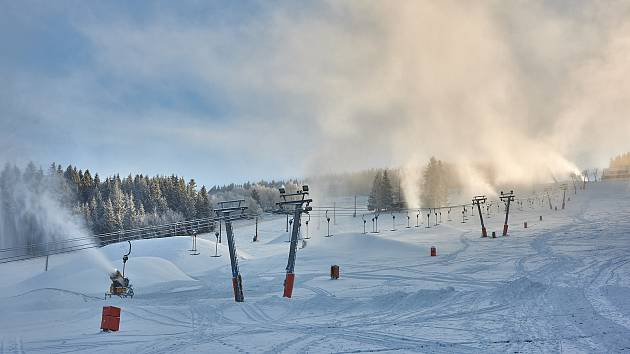 Zasněžování v Peci pod Sněžkou.