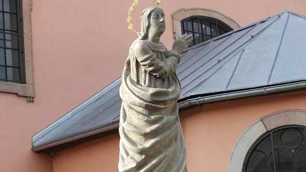 PO 110 LETECH NA VEŘEJNOSTI. Sochu Panny Marie posvětil  františkánský mnich Jan Nepomuk Svoboda.