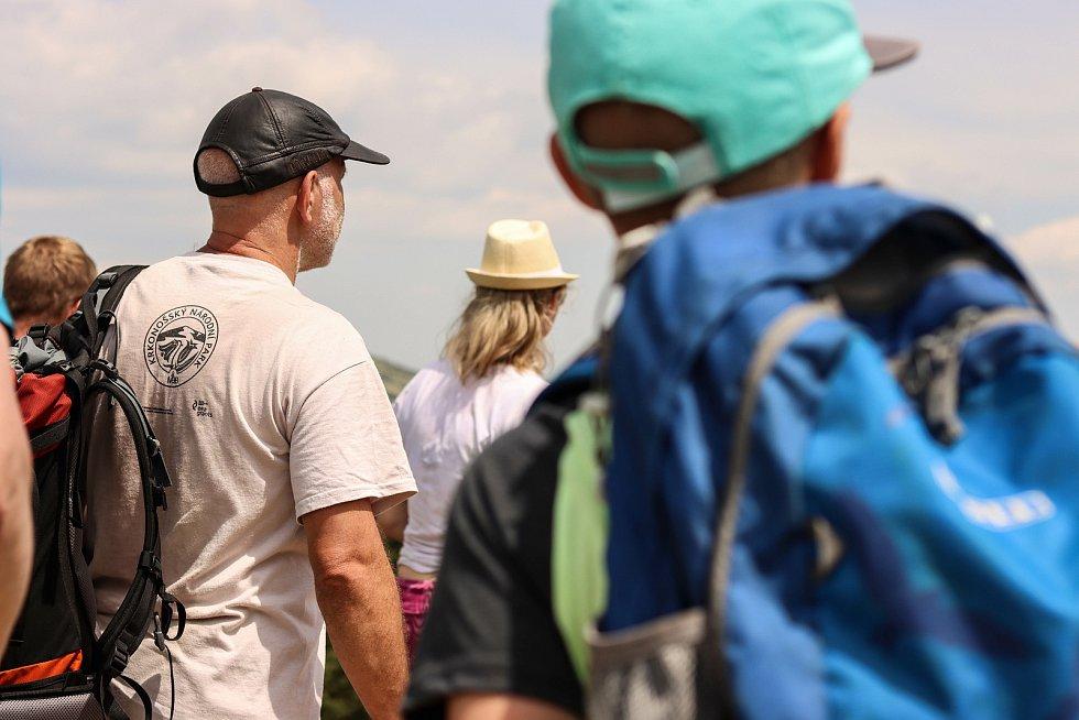 Účastníci exkurze Správy KRNAP se vydali po stopách ledovců.