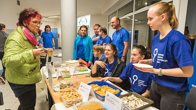 Při charitativní akci trutnovského basketbalového klubu se Stacionářem mezi mosty Trutnov se povedlo vybrat nejvíc peněz za posledních pět let.