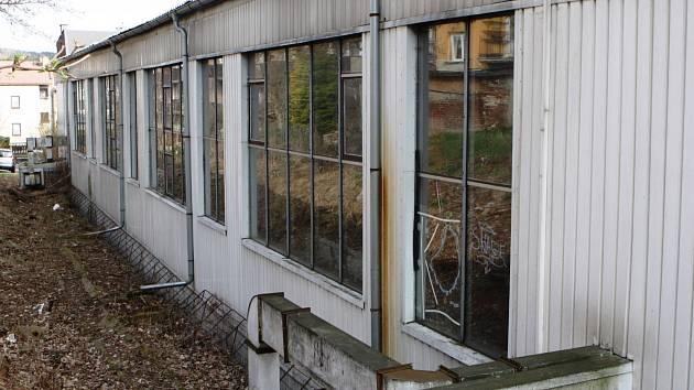 Opravy trutnovské sportovní haly gymnázia začínají v tomto týdnu a uzavřou v ní veškerý provoz do konce srpna.