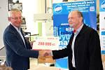 FIRMA RUDOLFA KASPERA věnovala Střední průmyslové škole Trutnov 200 tisíc korun.