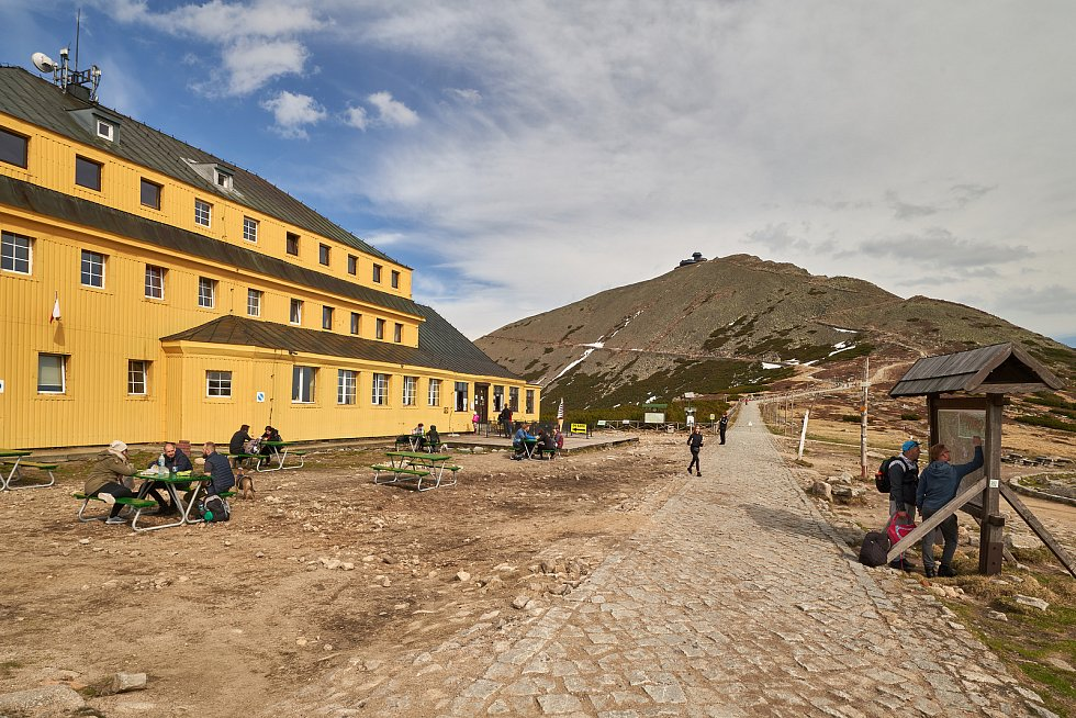 Druhý prodloužený květnový víkend využila řada lidí k výletům do hor a turistickým túrám v Krkonoších.