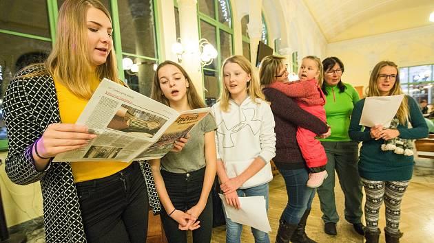 Již 841 míst se přihlásilo do akce Deníku Česko zpívá koledy, která se letos uskuteční ve středu 11. prosince. Zpívat se bude tradičně také v historické secesní budově lázeňské Kolonády v Janských Lázních.
