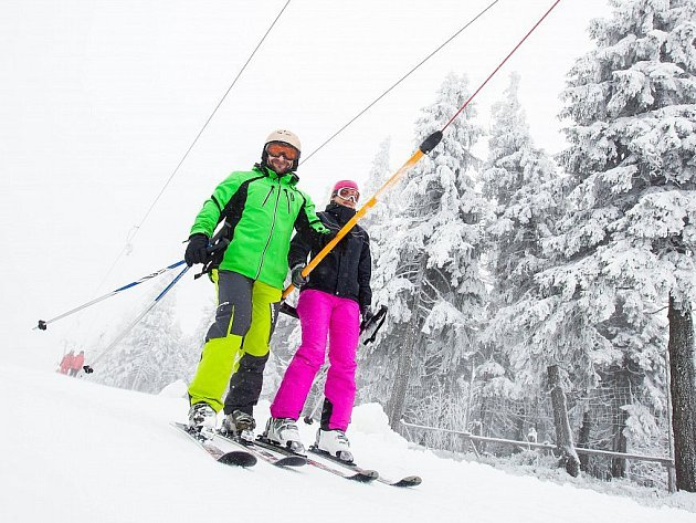 V loňském roce se začínalo lyžovat na Černé hoře v sobotu 12. listopadu, letos termín oddálí nepříznivé počasí.