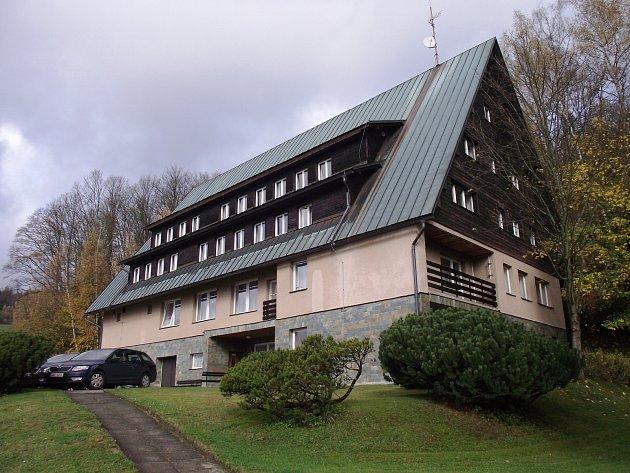 Budova v Dolní Rokytnici s kapacitou 55 lůžek a 9 přistýlek, situovaná v blízkosti rokytnických sjezdovek, funguje dlouhodobě jako školicí a rekreační středisko.