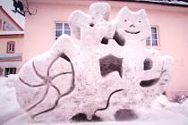 Po čtyřleté pauze vyrostla na náměstí Karla Čapka v Malých Svatoňovicích opět sněžná socha. Během dvou dnů tu Ondřej Patera společně s Filipem Králíčkem, Tomášem Teichmanem, Petra Machačem a Markem Jiřičko vytvořili sochu Pejska a Kočičky ze známého díla