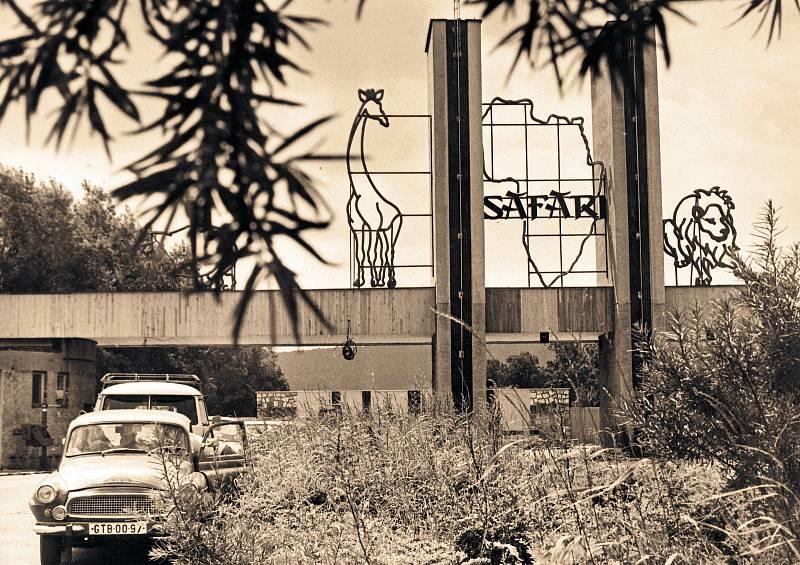 Někdejší brána vjezdu do safari.