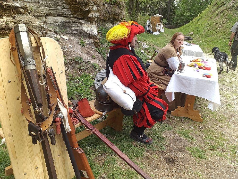 Zahájení nové turistické sezóny na hradu Vízmburku u Havlovic.
