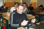 Střední škola informatiky a služeb ve Dvoře Králové  - předávání tabletůty, i když zatím jen v kroužku.
