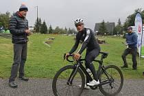 Cyklistický závod Šlapu na čáru vedl z Horního Maršova k česko-polským hranicím v Malé Úpě.