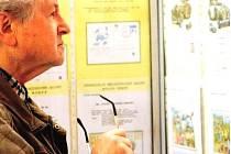 EXPONÁTY v trutnovské Staré radnici přibližují dějiny poštovnictví, nechybí zde ani analogické pohlednice a nebo exotické doklady o poštovním provozu na Antarktidě.