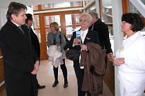 AREÁL JANSKÝCH LÁZNÍ si v úterý v doprovodu ředitele státních lázní Rudolfa Bubly a příslušných primářů prohlédli členové výboru pro zdravotní a sociální politiku Senátu Parlamentu České republiky.