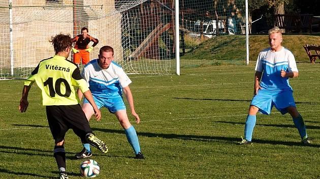Vítězslav Robek (ještě v dresu Vítězné, číslo 10) je jedním z jedenácti Nejpopulárnějších fotbalistů okresu Trutnov.