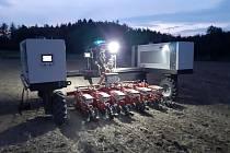 Zemědělský podnik Agrodružstvo Klas Křičeň využil pro zasetí řepky na své farmě v Kocbeřích na Trutnovsku polního robota se secím strojem. Vydržel jezdit nepřetržitě více než 27 hodin.