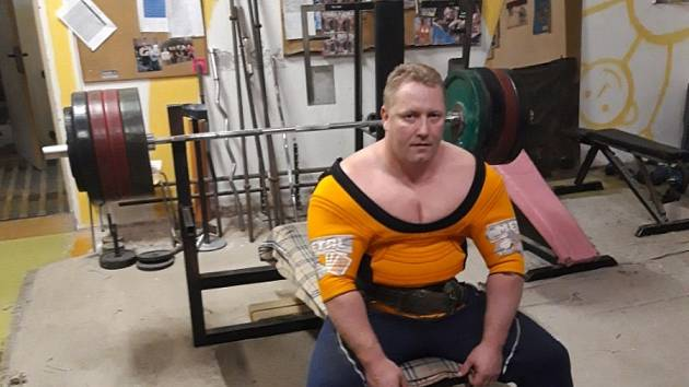 Starosta Úpice Petr Hron je mistrem světa v bench pressu, dokázal už zvednout 290 kilogramů.
