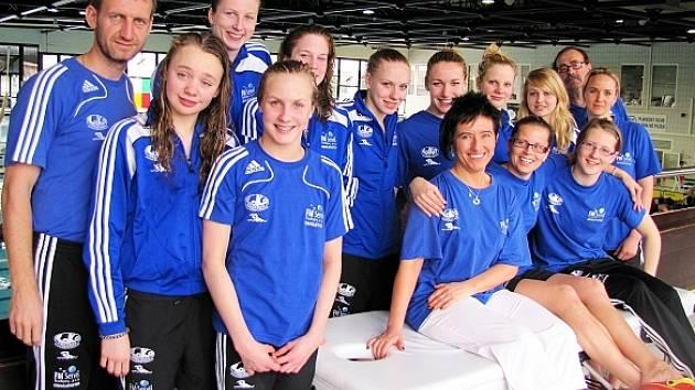I BEZ MEDAILE ÚSMĚVY. Trutnovské plavkyně braly čtvrté místo sportovně. Třeba přijde medaile v příštím roce.