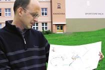 PUPEK SVĚTA, to je pro každou vesnici její náves, říká starosta Poniklé Tomáš Hájek. Má plány na její zásadní proměnu, už během první poloviny září se začne pracovat.