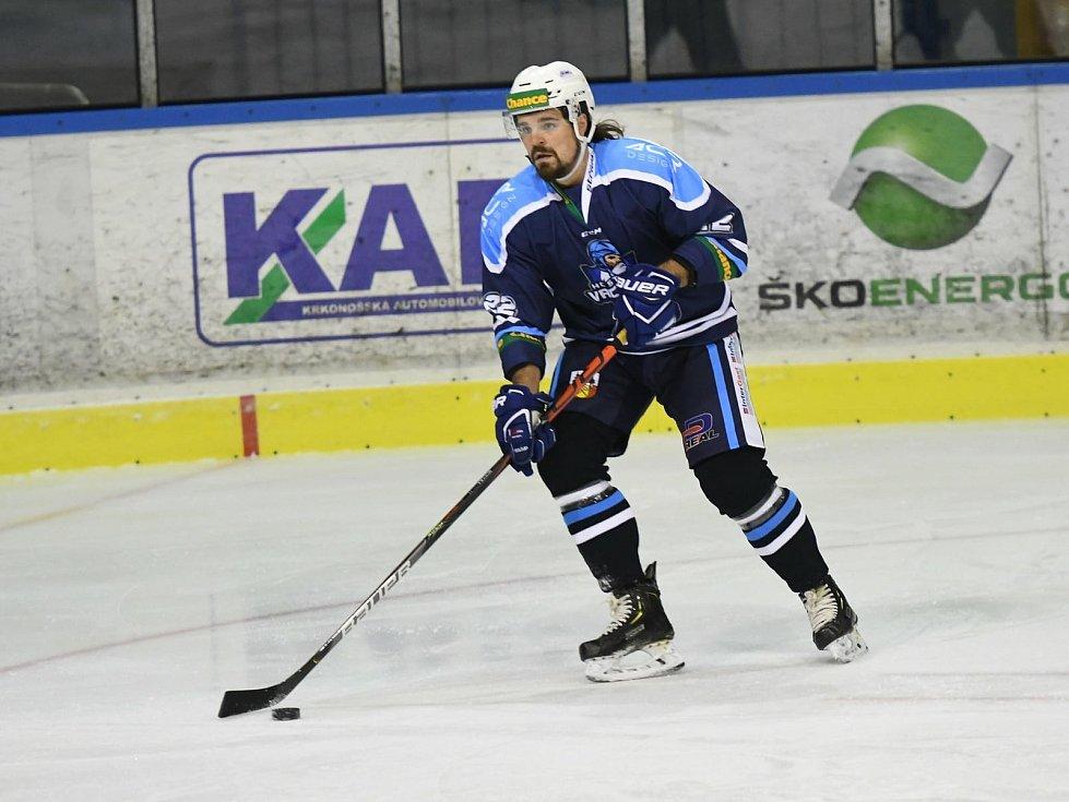 Vrchlabští hokejisté v čele s gólmanem Soukupem slaví nejvyšší výhru v sezoně.